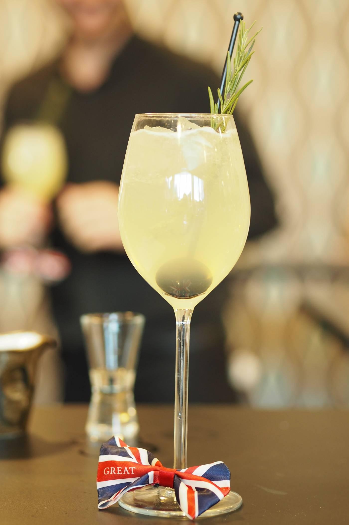 Elderflower Spritz cocktail recipe