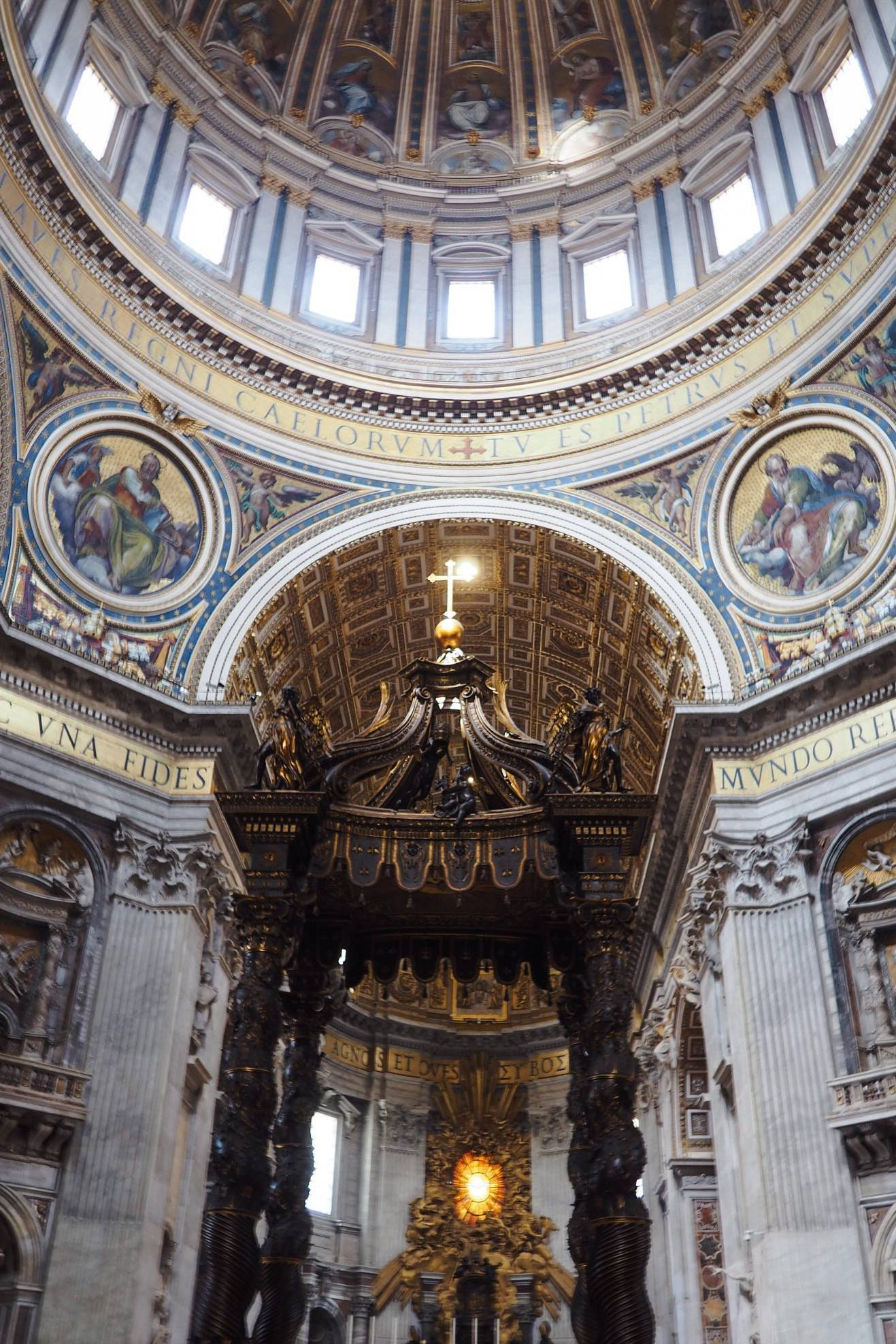 Rome_City_Guide_st_Peters_basilica-Inside