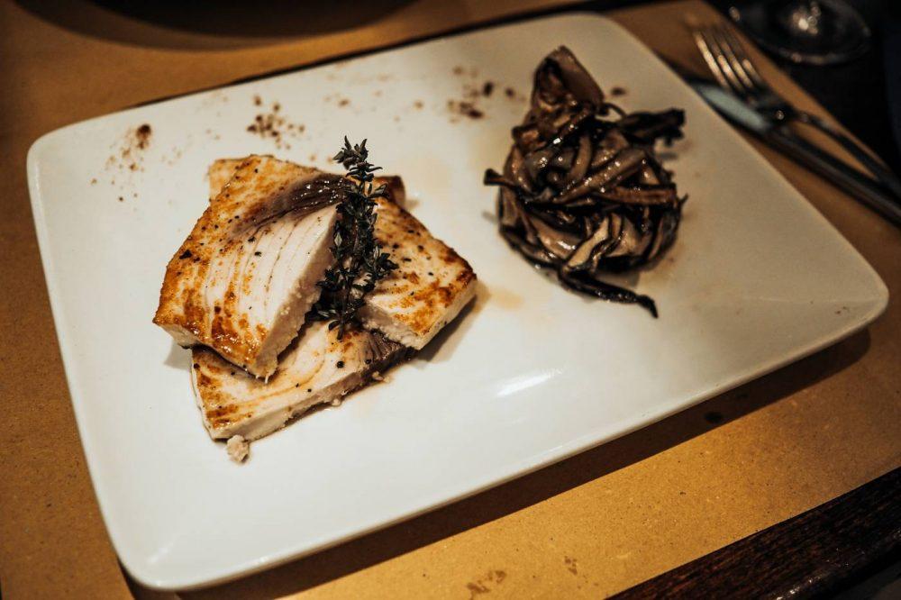 Swordfish steaks at Cantina Do Spade