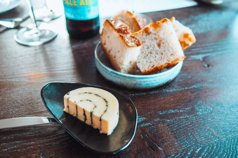 Seaweed butter and bread